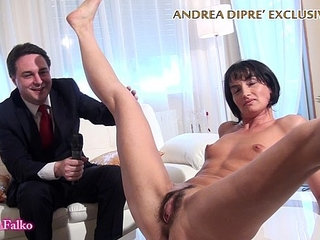 Milf shows her bizarre pussy for andrea dipre   bizarremilfpussy