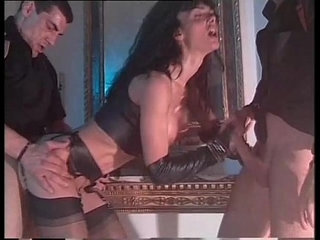 Vintage porn with Venere Bianca in latex dress fucked by two men | latexvintage