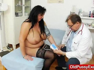 Adult Toy in muff during a wife gyno | adulttoyswife