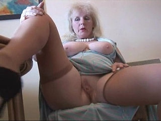 Curvy mature lady in stockings strips and poses | curvyladystockings