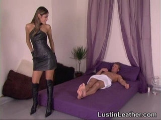 Sahara knite in leather gloves and boots having sex with guy on his birthday | gayleatherold man